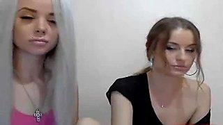 2 girls lesbian webcam show
