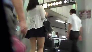 Asian slut pees in toilet