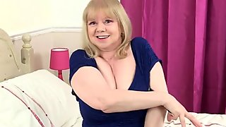 British gilf Amy feeds her sexual appetite